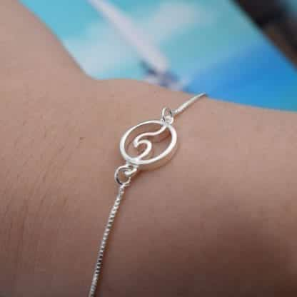 Women's Wave Charm Chain Bracelet 2